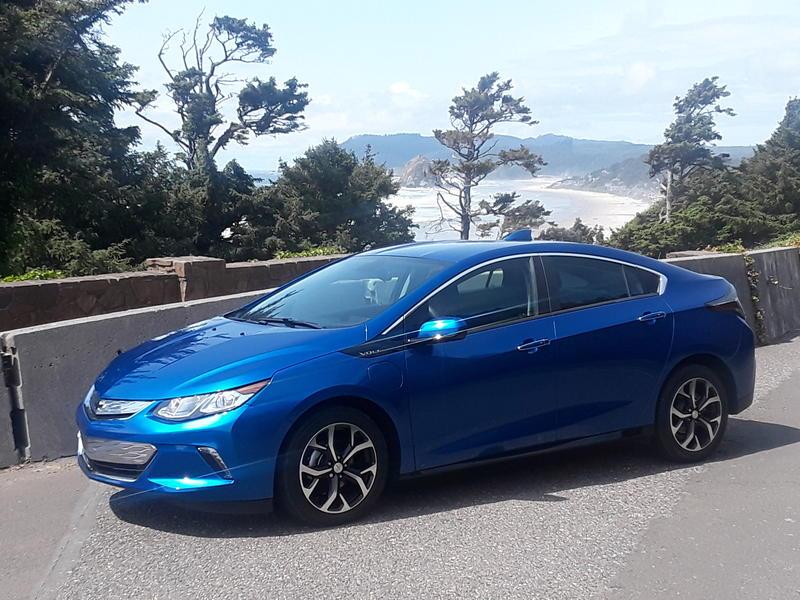 2018-chevy-volt-plugin-hybrid-car-