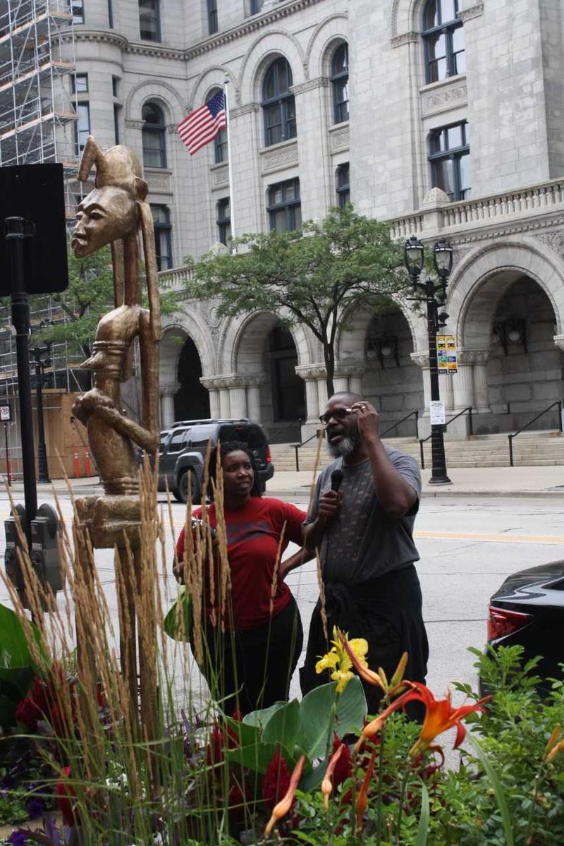 Storyteller Shawn Mitchell at Sculpture Milwaukee