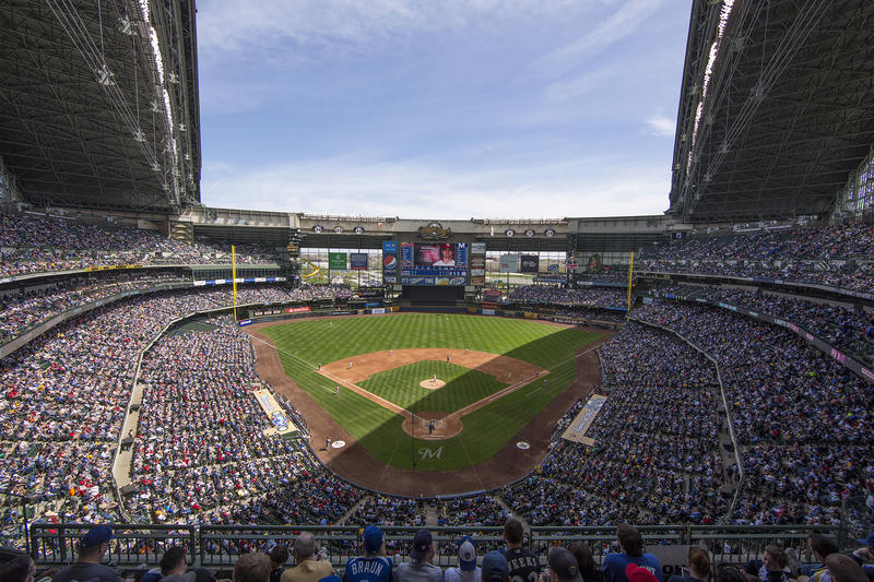 miller-park-milwaukee-open-roof-brewers