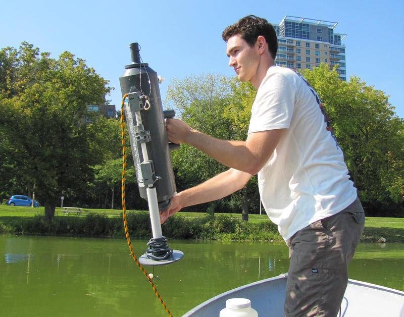 veterans-park-lagoon-toxic-algae-testing-milwaukee