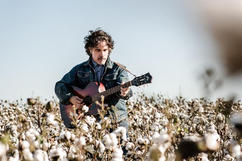 John Oates' latest album is gritty, bluesy and stripped down.