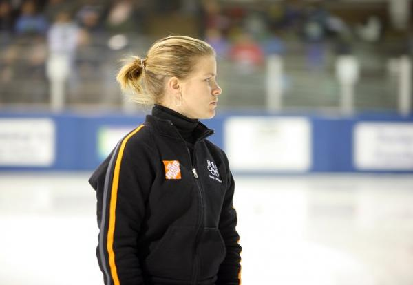 After undergoing gall bladder surgery seven weeks before Olympic trials, Bridie Farrell placed seasonal and personal best in long-track skating.