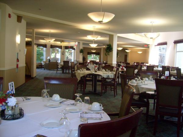 Sunlight floods the dining room at Laurel Oaks in Glendale.