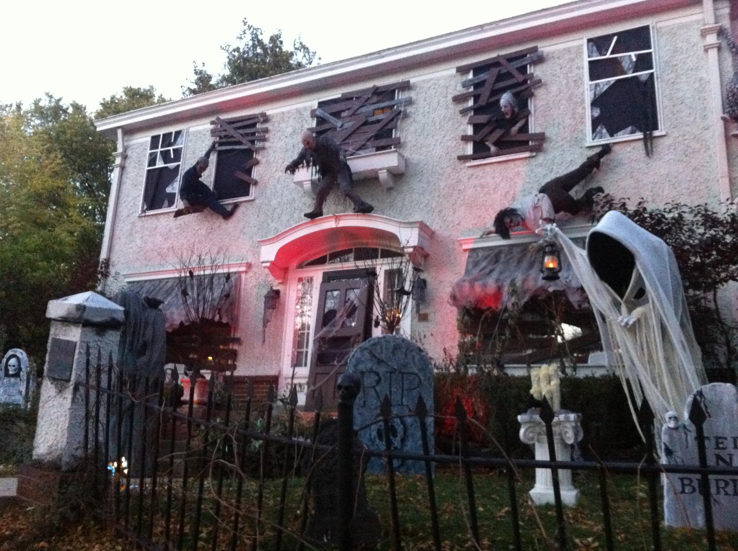 Houses Go All Out For Halloween Wuwm