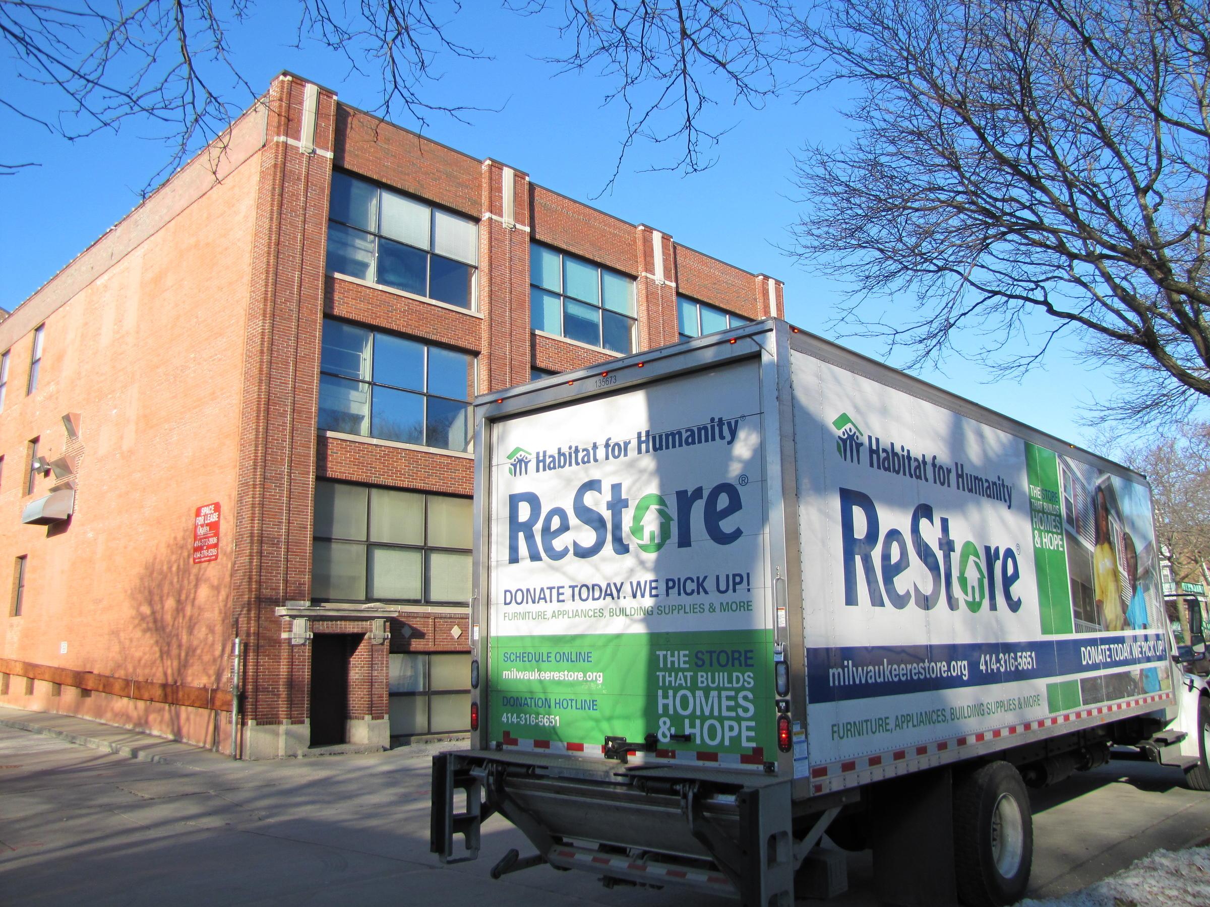 Milwaukee Habitat for Humanity Helps Salvage Reusable Materials | WUWM