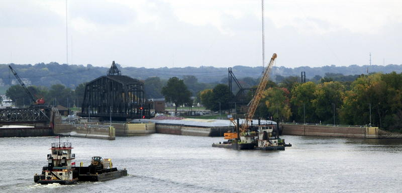 A towboat guides barges through Lock 15 in the Quad Cities. (file)