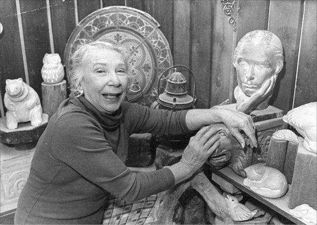 Isabel Bloom in her studio, c. 1980