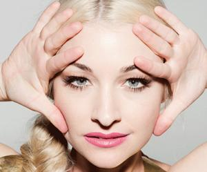 Kate Miller-Heidke, a classicallly trained and pop influenced singer, based in Australia.