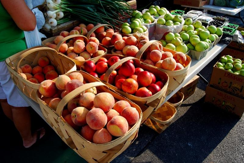 Peaches and apples at the Salem Farmer's Market, from Greenwood Farms