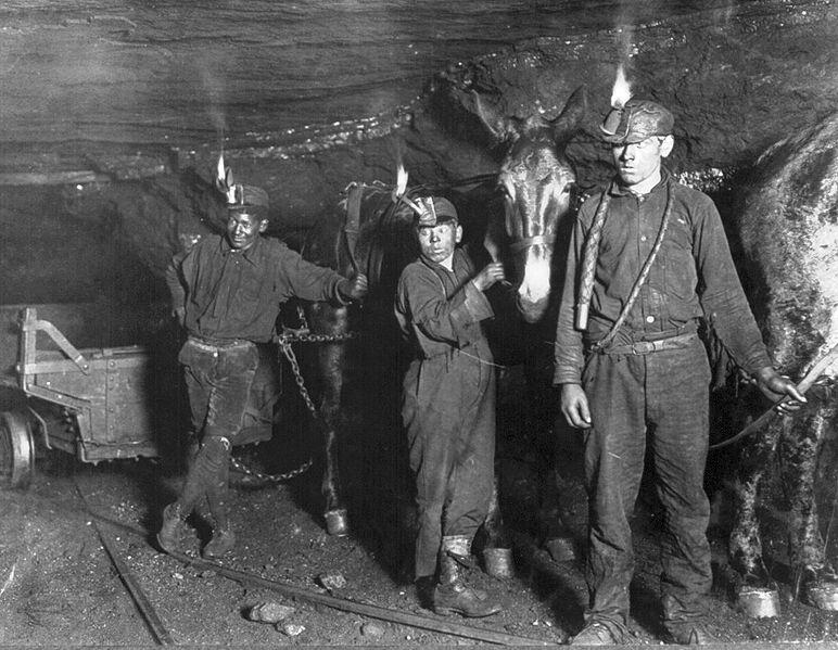 Photo of coal miners in West Virginia, 1908