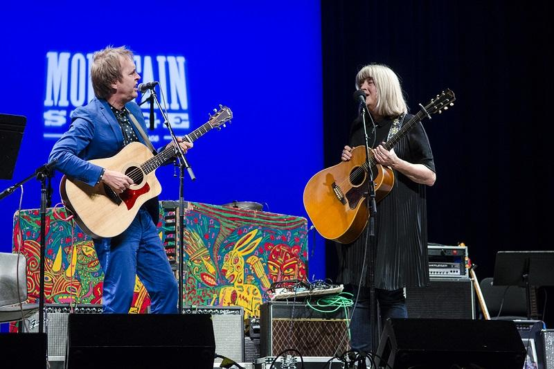 """Chuck Prophet joins Kim Richey on stage for """"Whistle On Occasion."""""""