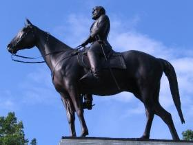Statue of Traveler and General Lee
