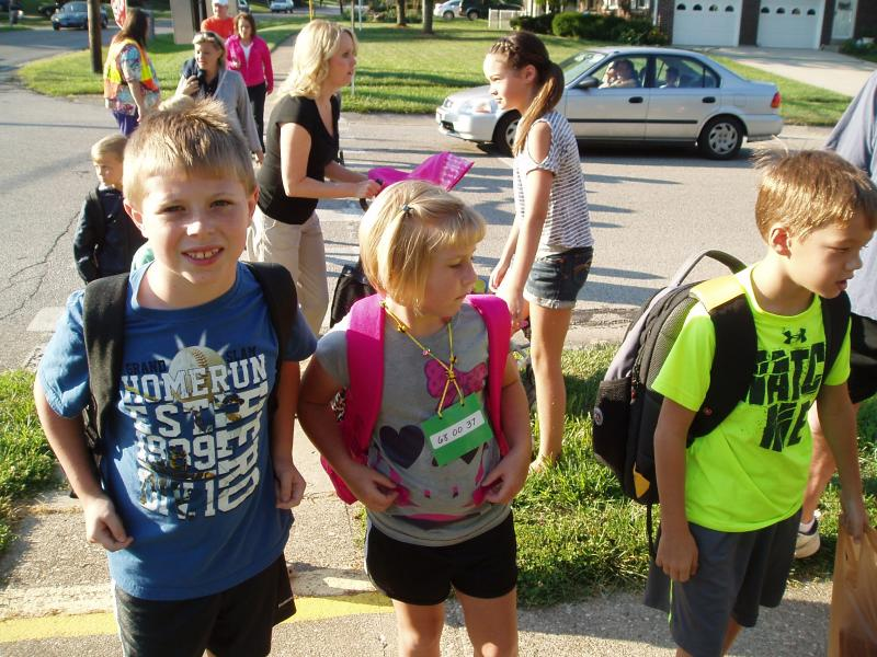 Kids walk to Summit Elementary