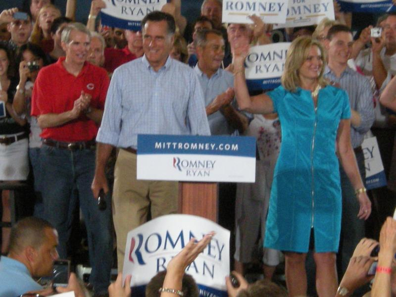 Romney and his wife Ann in Cincinnati