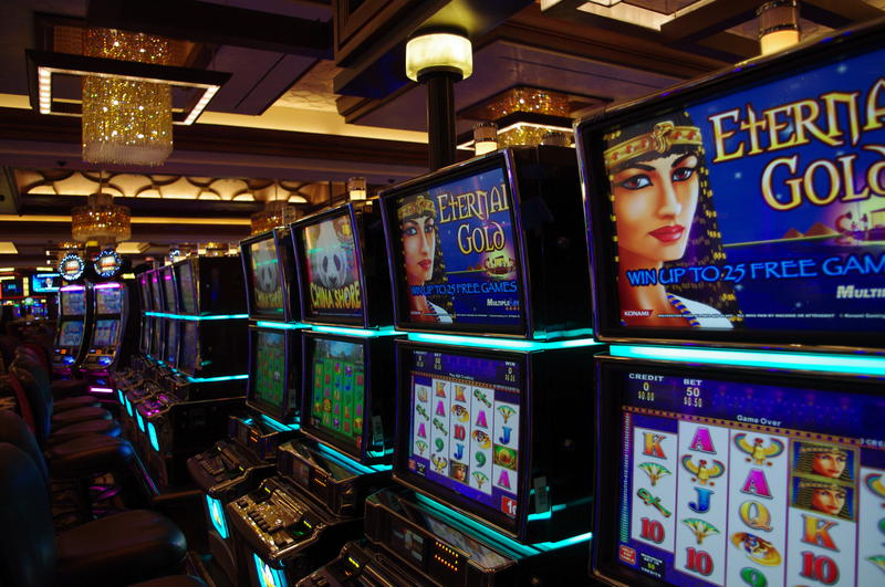 The casino features more than 2,000 slots and video poker machines.