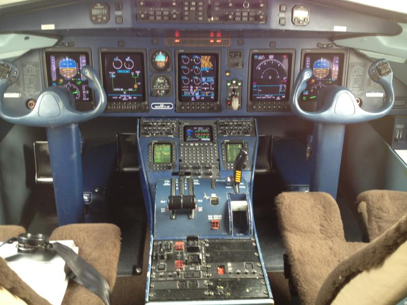 The cockpit of the Dornier 328.