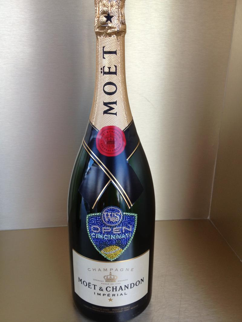 Möet and Chandon, a French winery serves champagne at the tournament.