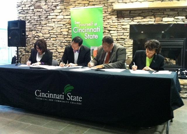Cincinnati State and UC officials sign agreement strengthing academic partnerhsips between the two institutions.