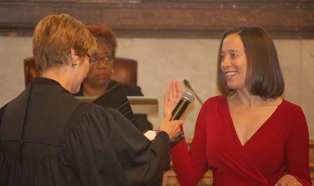 Council member Amy Murray takes the oath of office from appeals court judge Penelope Cunningham.