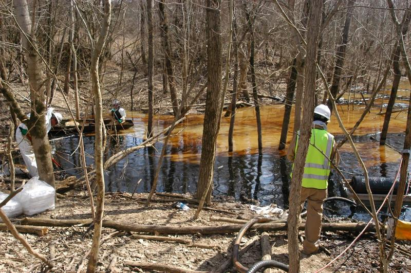 Sunoco Logistics/Mid-Valley contractors remove oil from a pond at Oak Glen Nature Preserve in March 2014.