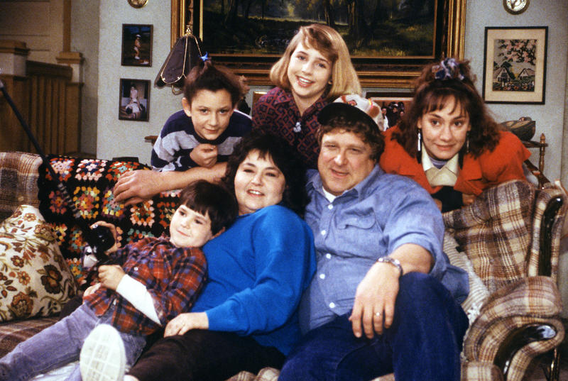 "The entire original ""Roseanne"" cast returns for ABC's reboot in 2018."