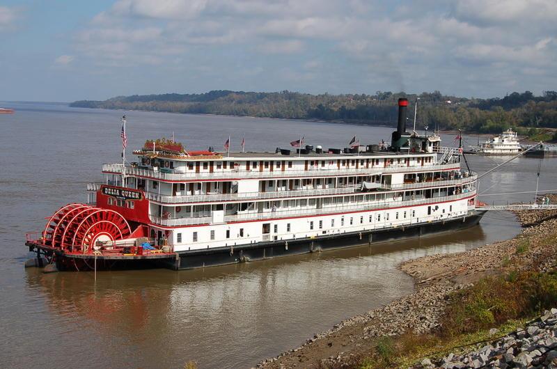 The Delta Queen docked at Natchez, Miss., in 2007.
