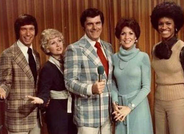 Bob Braun (center) with singers Rob Reider, Colleen Sharp, Nancy James and Gwen Conley on his 'Bob Braun Show.'