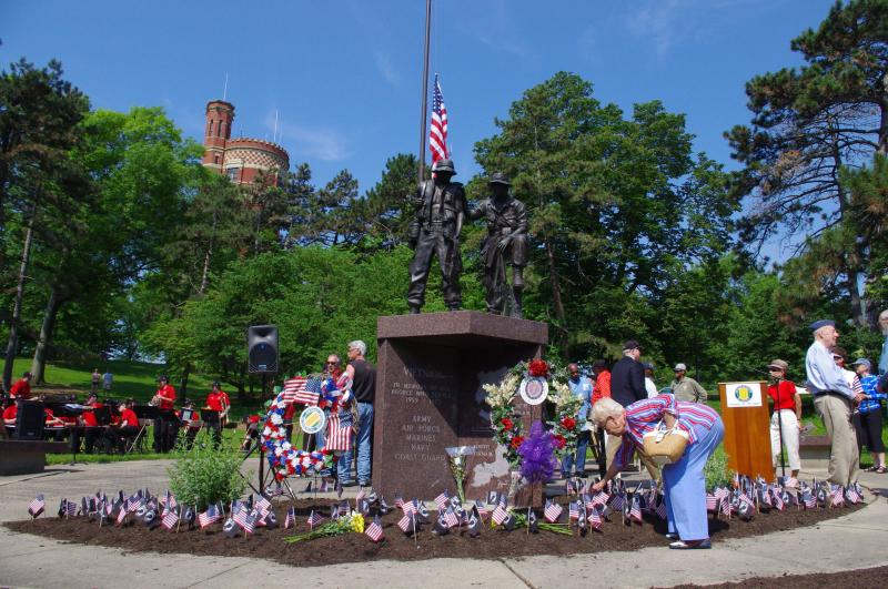 "The Cincinnati Park district describes the memorial as ""Two soldiers, one white and one African American, are captured in a pose suggesting their grief and exhaustion – the perils and anguish of war all soldiers face."""