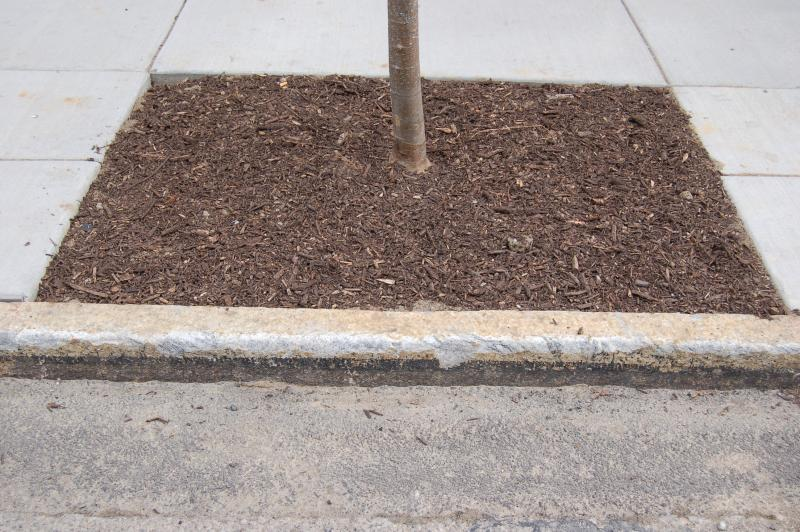 Cincinnati replaced concrete curbs with granite reminiscent of the city's early days.