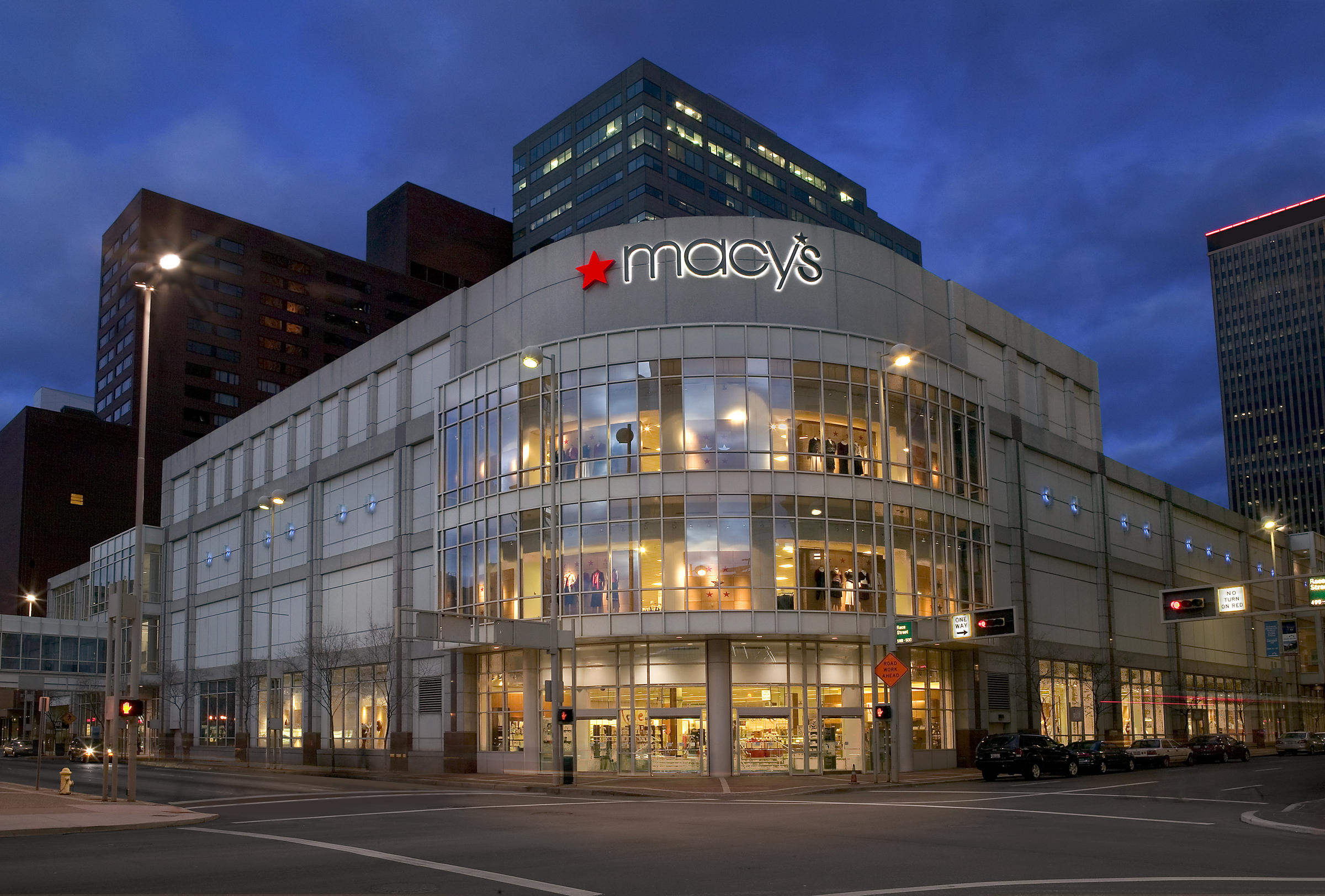 Macy's Ekes Up on 2017 Sales Guidance