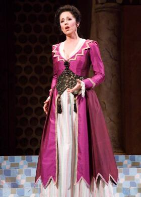 Elizabeth Futral has performed opera on stages across the world.