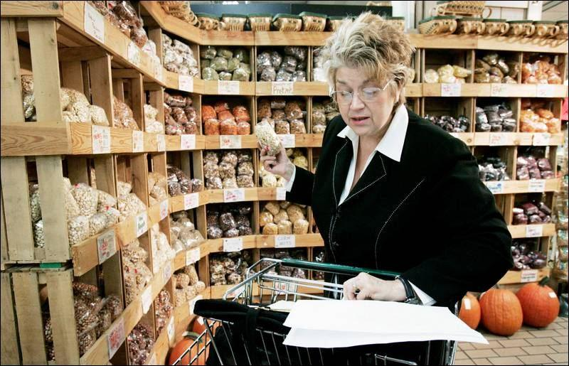 Lynne Rossetto-Kasper shopping for ingredients.