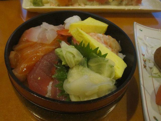 Chirashi sushi at Horinoya.