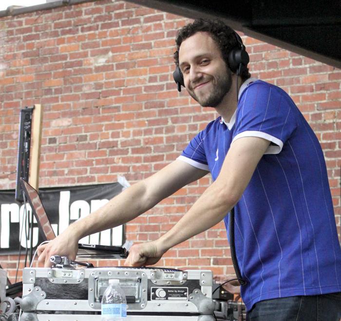 DJ Andrés Proaño.