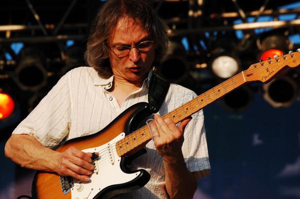 Sonny plays at Festival International de Louisiane in 2008