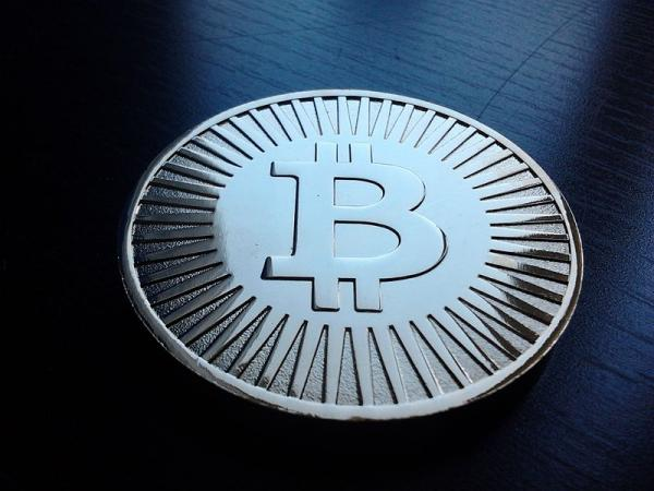 A mock bitcoin, decoration or toy, holds no actual bitcoin. Made of brass.
