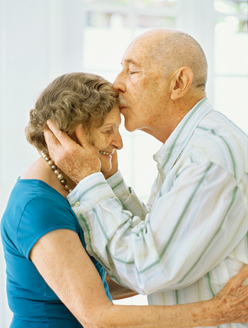 dementia alzheimer s disease and person Alzheimers is the most common form of dementia a progressive disease beginning with mild memory loss possibly leading to loss of the ability to carry on a conversation and respond to the environment involves parts of the brain that control thought, memory, and language can seriously affect a person's.