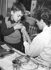 Polio vaccination in 1957