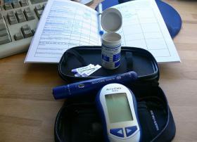 Glucose level testing kit
