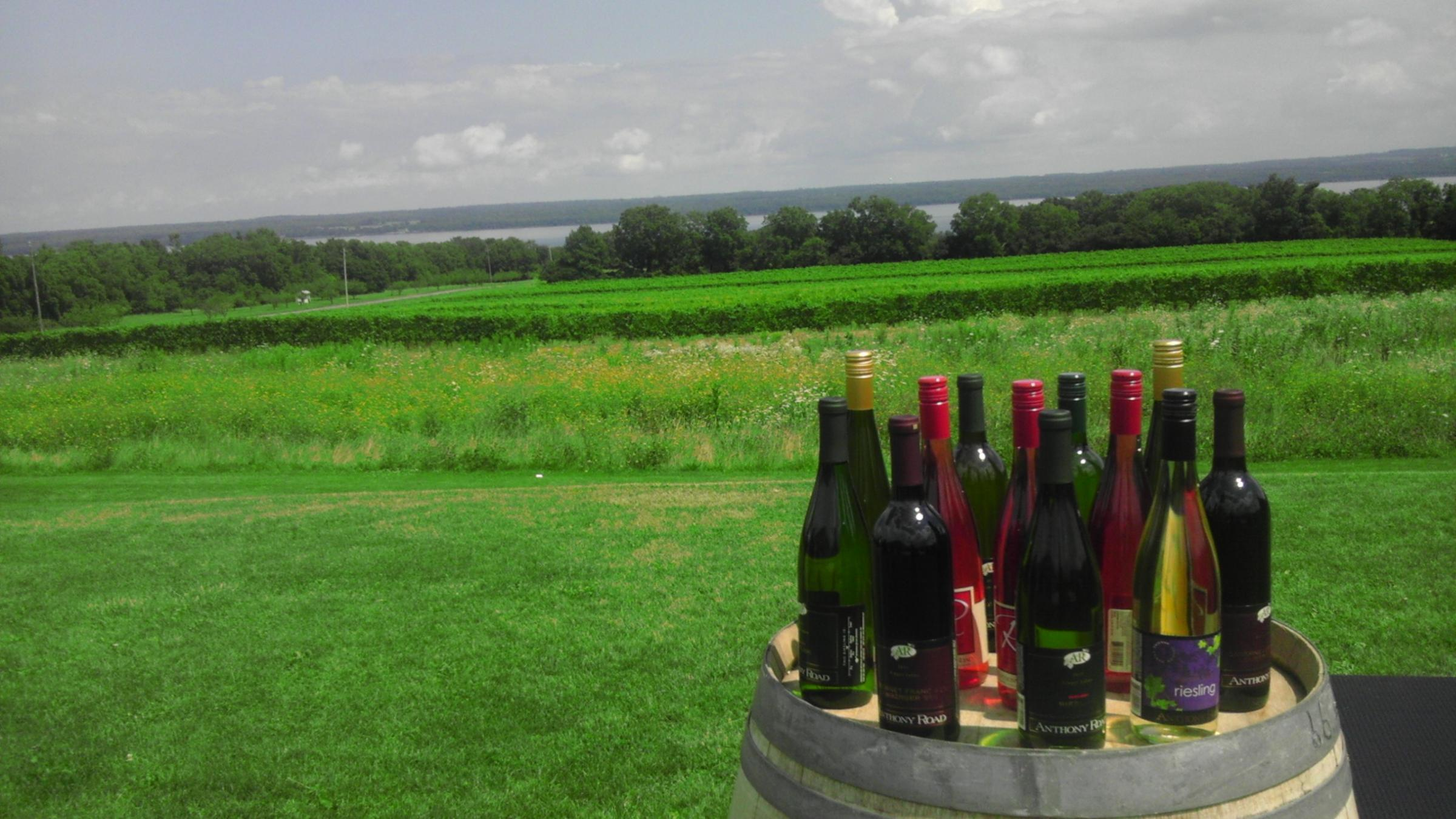 Gov Cuomo Promotes Finger Lakes Wine To Nyc Restaurants