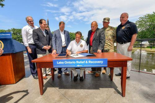 Cuomo signs flooding aid, calls for new water level regulators