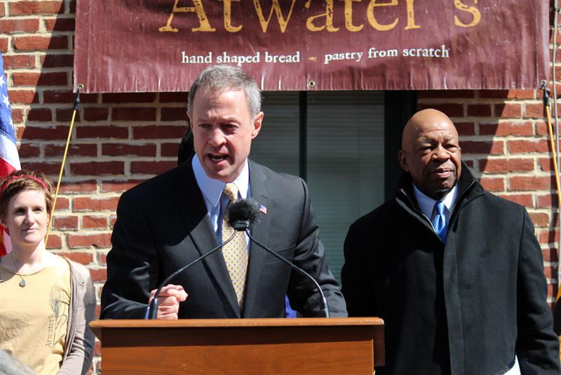 Gov. Martin O'Malley promoted his plan to raise the minimum wage at Atwater's in Catonsville alongside U.S. Rep. Elijah Cummings and Carrie Latimore, who works at Atwater's Bakery.