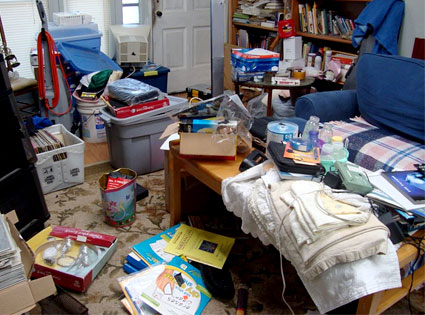 Cutting clutter wypr for House cleaning and organizing
