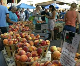 Fresh peaches at the Baltimore Farmer's Market under the JFX.