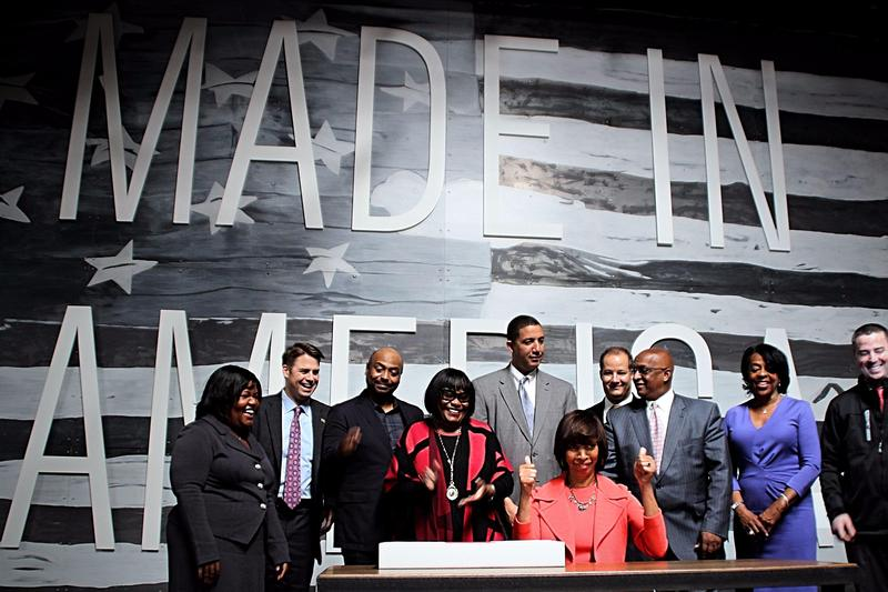 Mayor Pugh, city, and state leaders sign and approve of the proposal to make Port Covington the next Amazon headquarters.
