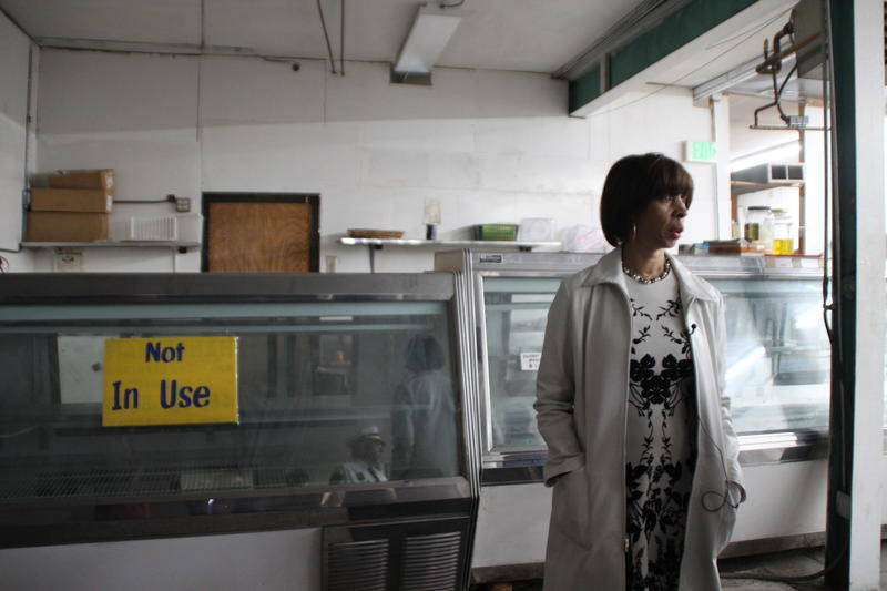 Pugh tours vacant shelves of Penn Supermarket at Pennsylvania Avenue and Cumberland Street.