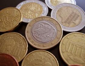 The euro serves as a common currency for most members of the European Union. Euro coins all have one side in common, while the obverse side (examples shown here) is stamped with a national motif. The tension between unity and sovereignty lies at the heart of the EU's history.