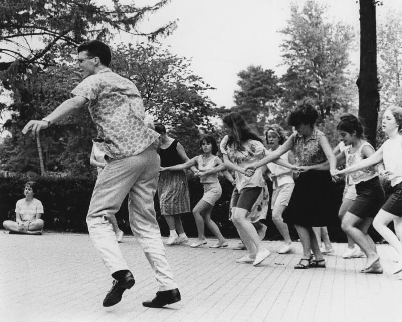 Folk dance on Antioch's Red Square