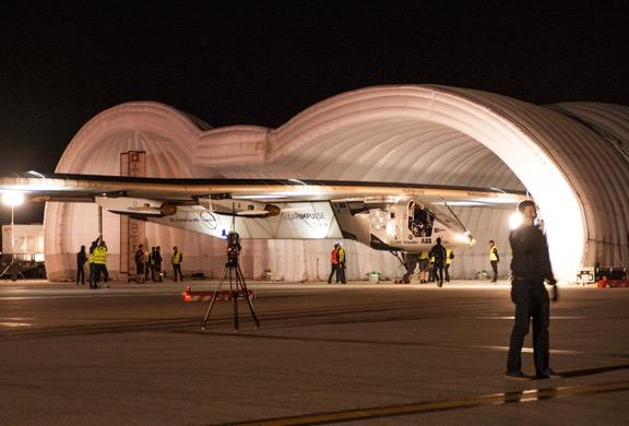 Inserting the Solar Impulse into the mobile inflatable hangar.