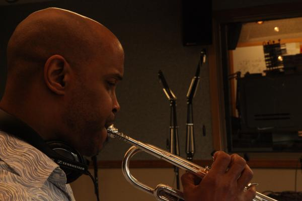 Robert Sanae performs in the WYSO studio